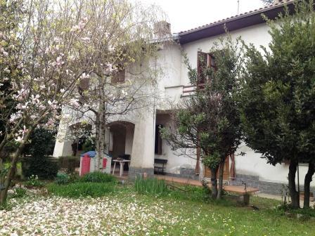 Novi ligure casa indipendente con giardino villetta for Casa con giardino genova